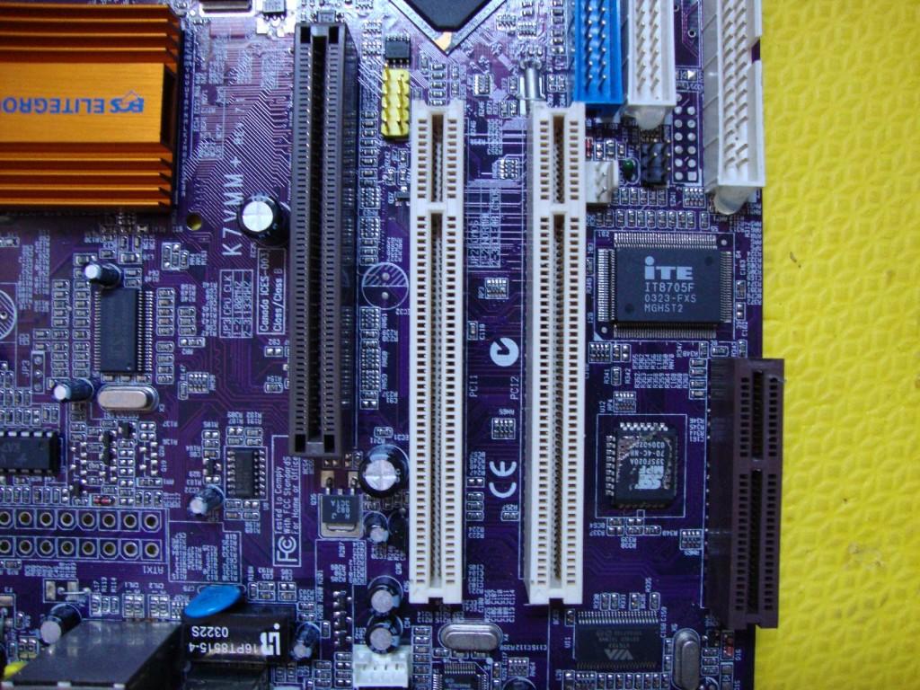 Placa doadora dos conectores PCI
