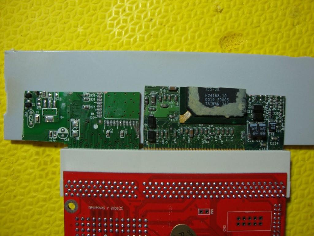 colagem da base nos fragmentos. Notem que o conjunto é mantido na posição pelo conector da aceleradora!