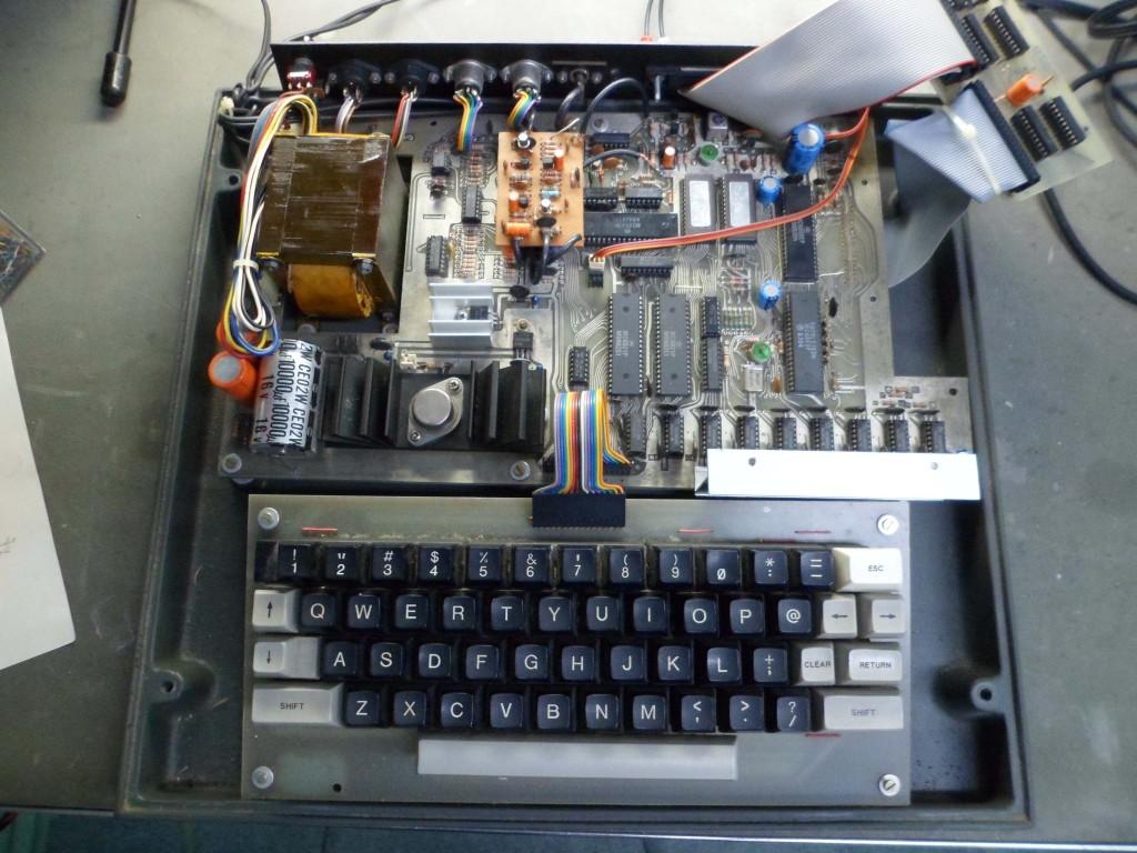 Interior do micro do Sr. Claudio, mostrando uma das placas protótipo originais.